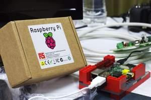800px-Raspberry_Pi-300x199 Jak wykorzystać Raspberry Pi ? Zastosowania dla Raspberry Pi.