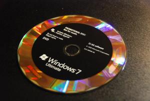windows-oem-czy-windows-box-300x201 Licencja OEM, a BOX - którą wybrać i czym się różnią ? OEM i BOX wady i zalety.