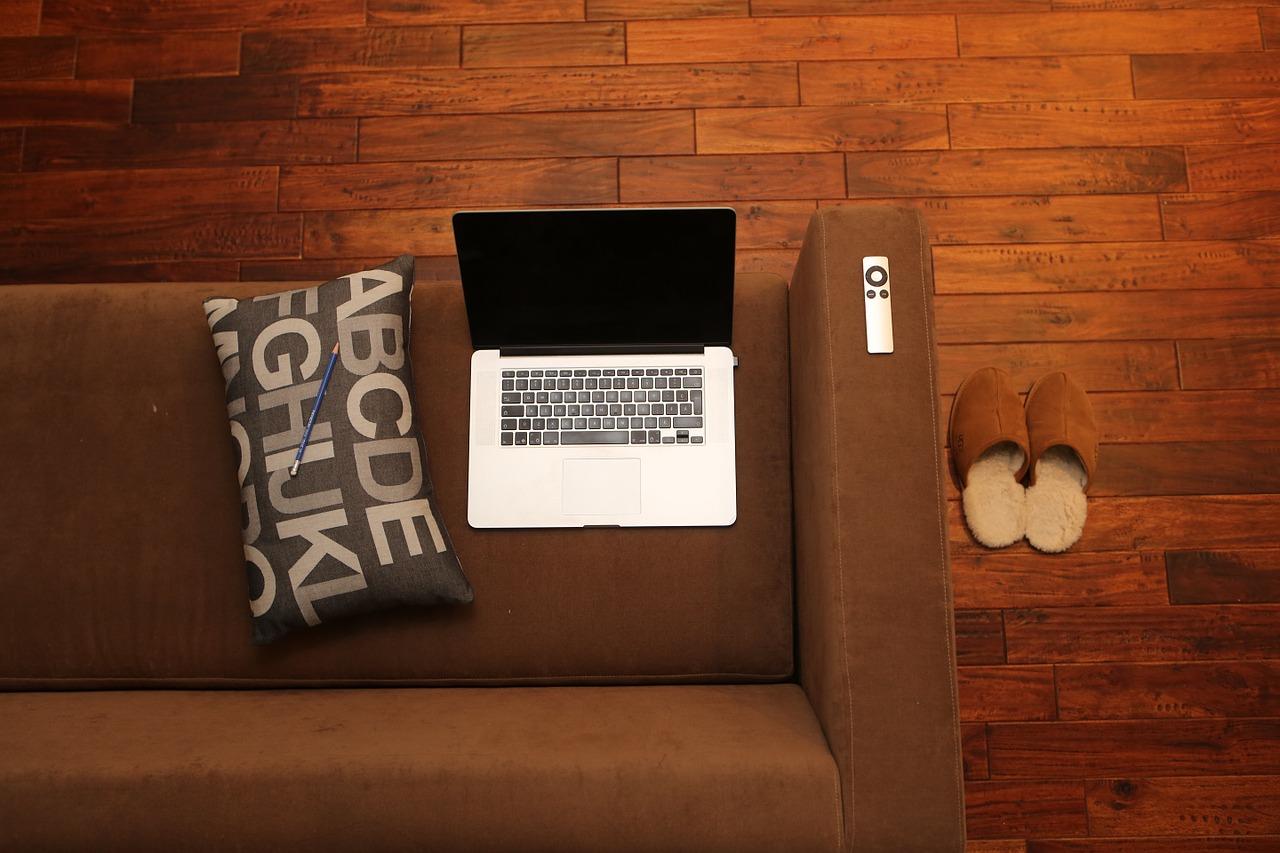 wlaczanie-komputera-samoczynne Wyłączony laptop sam się włącza w nocy! Jak wyłączyć zaplanowane uruchamianie laptopa.