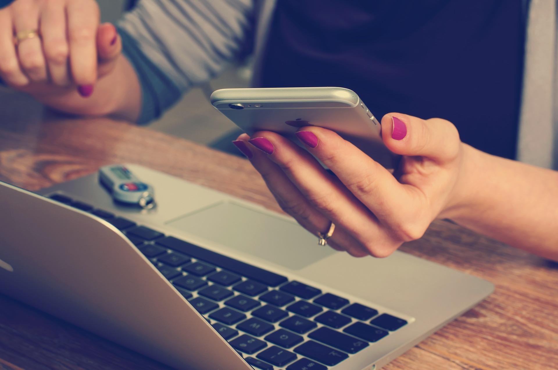 office-620822_1920 VPN - o anonimowości, bezpieczeństwie i prywatności w internecie