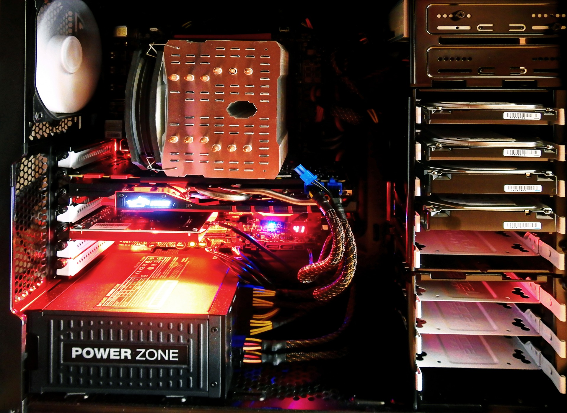 computer-1574533_1920 Co zrobić, aby komputer pracował ciszej
